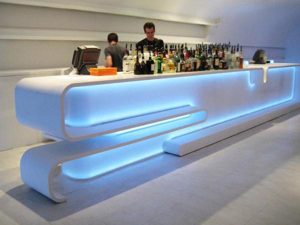 Полукруглый барный терминал из камня с подстветкой